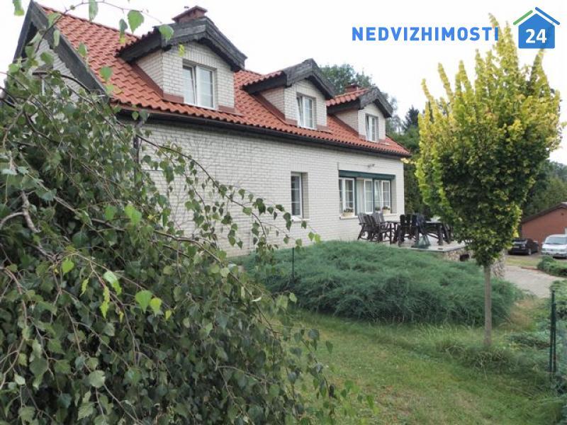 Компекс зданий – дома и бунгала на березу озера недалеко от Ольштына