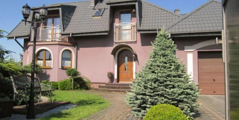 dom-220-m2-na-ul-korkowej-chenstohova 1