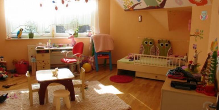 dom-300-m2-na-ul-konopiska-chenstohova 8