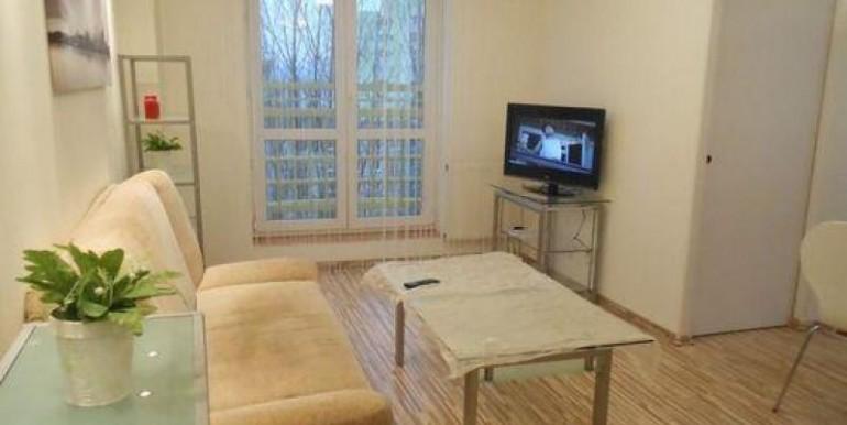 kvartira-so-svezhim-remontom-40-m2-vrotslav 1