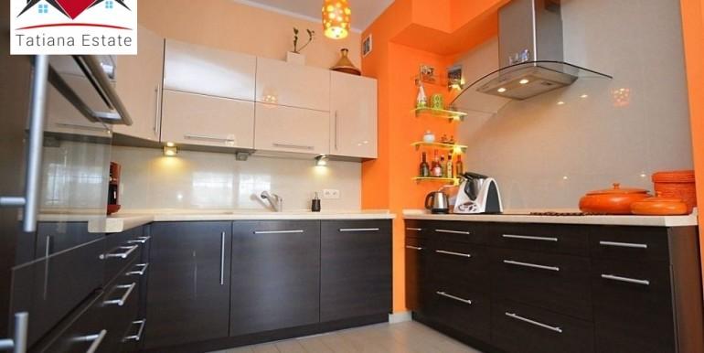 prostornaya-chetyrehkomnatnaya-kvartira-135-m2-zheshuv 4