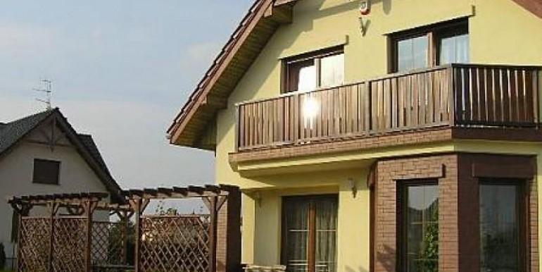 sovremennyj-dom-180-m2-zheshuv 1