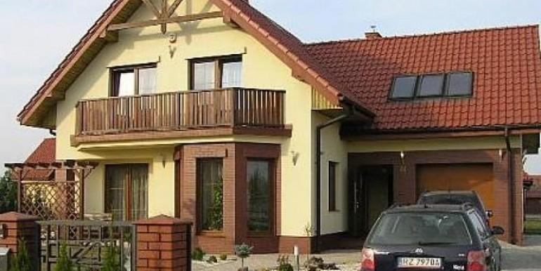 sovremennyj-dom-180-m2-zheshuv 3