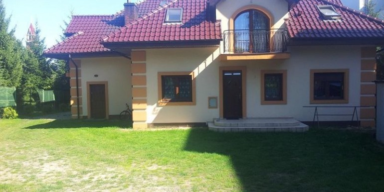 uyutnyj-dom-nedaleko-lodzi-350-m2 1