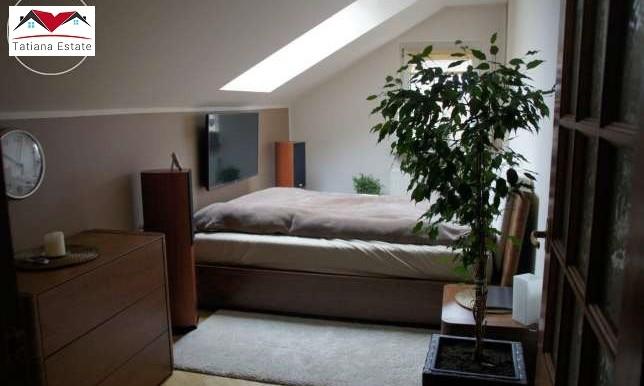 kvartira-s-sadom-i-dvumya-garazhami-katovitse 4