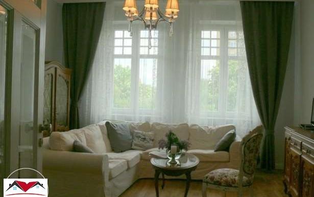 prostornyj-apartament-v-tsentre-katovits 1