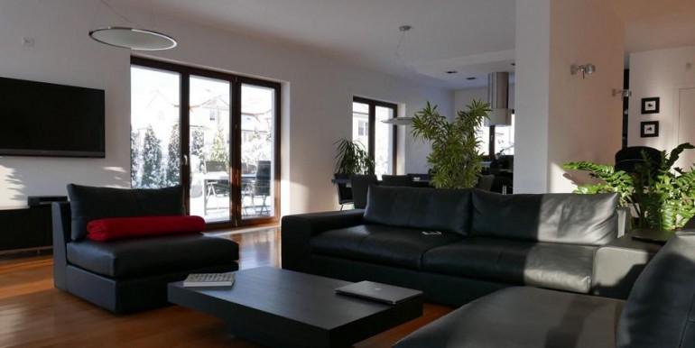 12104614_8_1280x1024_sprzedam-nowoczesny-dom-240-m2-w-warszawie-wawer-_rev001