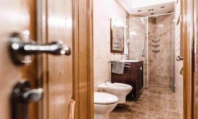 12181524_9_1280x1024_klimatyczne-mieszkanie-875-m2-w-centrum-poznania-_rev005