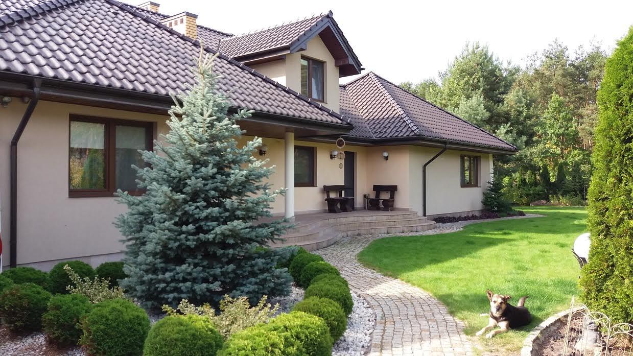 Красивый комфортабельный дом возле леса 490 м2 недалеко от Варшавы