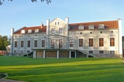 Дворец с парком возле реки в Моронге 1173 м2